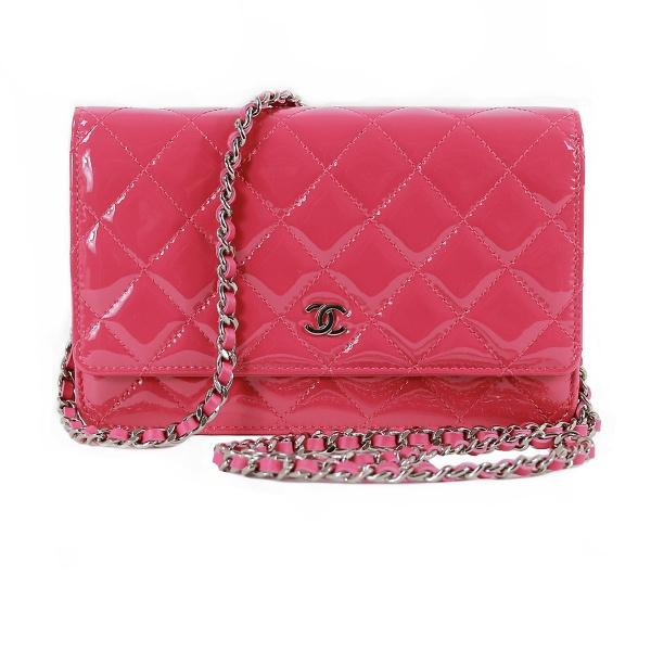 Sac Chanel Wallette rose vernis face