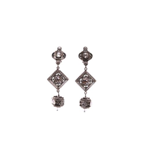 Boucles d'orailles Dior métalerie argentées et perles dos