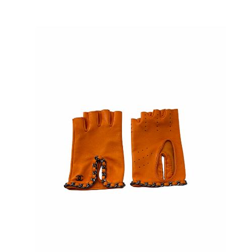 Mitaine Chanel cuir orange détail chainettes dessus